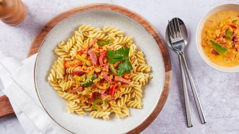 Peperoni-Salsiz-Sauce mit Fusilli