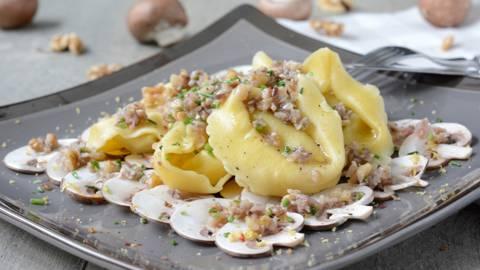 Pilz-Carpaccio mit Tortelloni giganti