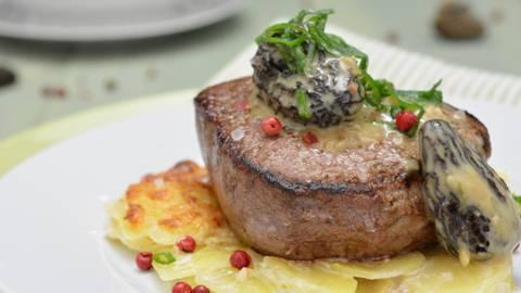 Angus-Filet auf Kartoffel-Gratin und Morchel-Rahm