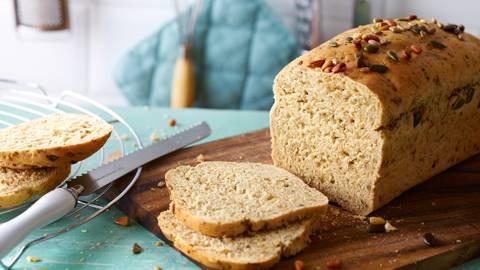 Dinkel-Kerne-Brot mit Kräutern