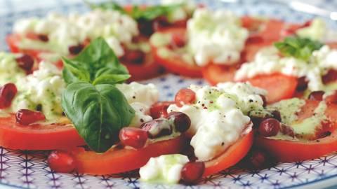Tomaten-Hüttenkäse-Salat