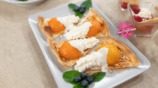 Family Food Fight: Flambierte Pfirsiche und Aprikosen auf Kuchenteig