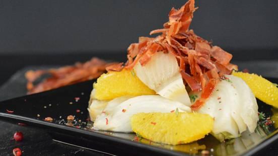 Geschmorter Fenchel mit Orangen und gebackenen Speckstreifen