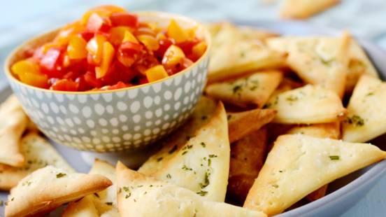 Pizza-Ecken mit Tomaten-Salsa