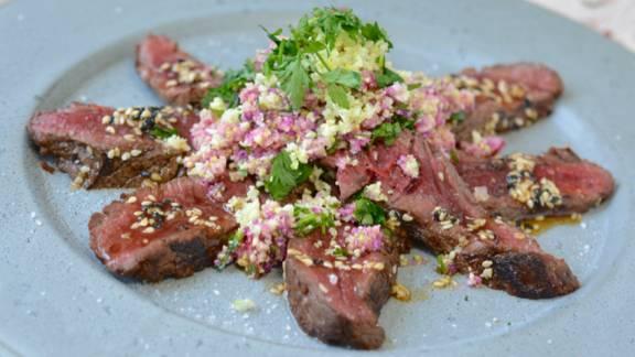 Pferde-Tataki mit Sesam-Salsa und Blumenkohl-Couscous