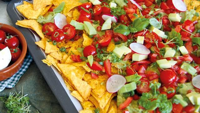 Vegane mexikanische Nachos-Platte