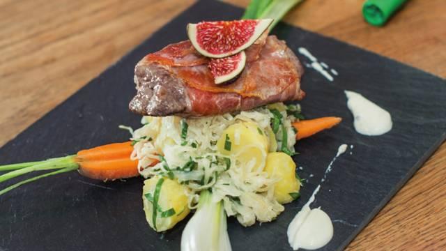 Hirsch-Saltimbocca mit Kartoffelrahmsauerkraut