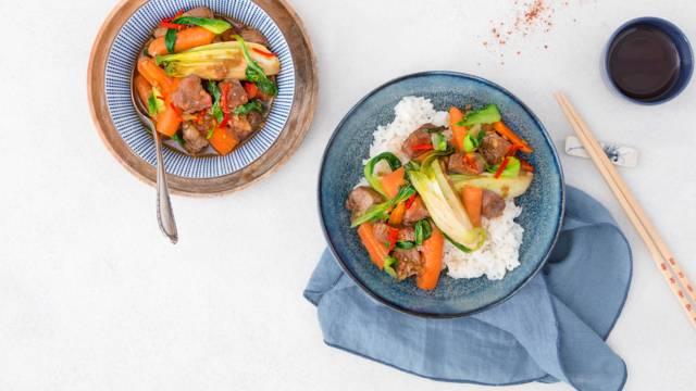 Thailändischer Wok mit Schweinsragout und Jasminreis