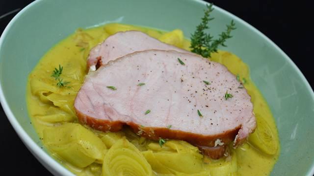 Schweinsnierstück auf Currykokoslauch