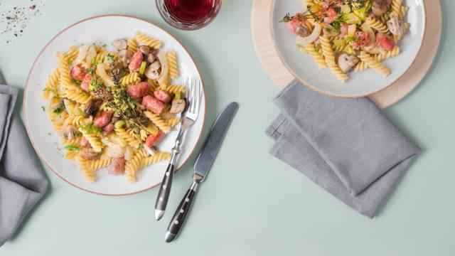 Tessiner Salsiccia-Pasta mit gebratenem Fenchel und Champignons