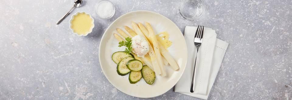 Spargel mit Zucchetti, Sauce Hollandaise und pochiertem Ei