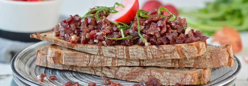 Pavé de Boeuf Tatar mit Radiesli-Pickels
