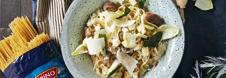 Spaghetti mit Esskastanien, Chicorée und Apfel