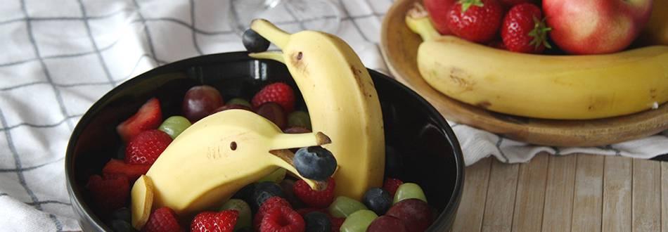 Bananen-Delfin mit Früchten