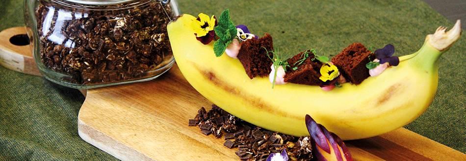 Gefüllte Banane mit Erdbeerquarkcrème und Brownie