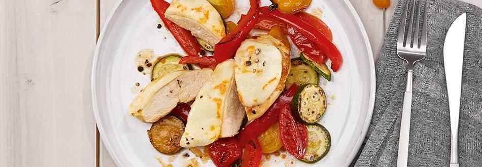Überbackene Hähnchenbrust auf Gemüse