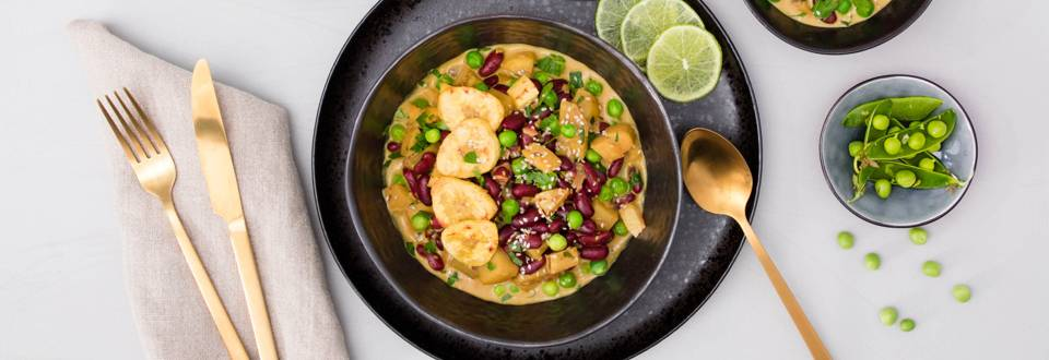 Kochbananen-Curry mit frischen Erbsen