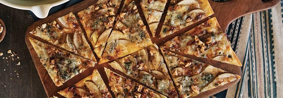 Flammkuchen mit Gorgonzola, Birnen & Walnüssen