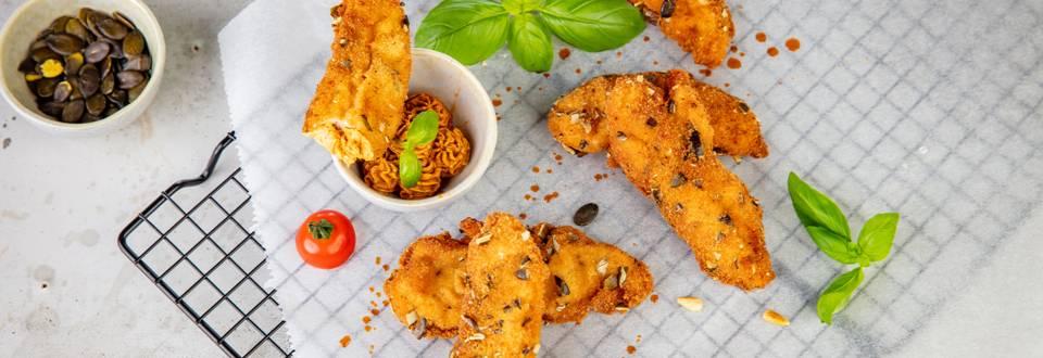 Chicken Fingers im Kürbiskernmantel und scharfem Schaum